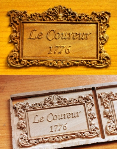 Le Coureur nameplate